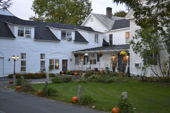 New Hampshire Wedding DJs for Weddings at Dowd's Country Inn